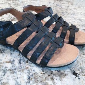 Vionic New black strappy sandal 7.5